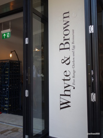 Whyte & Brown - Simple understataed entrance which opens up to al fresco seating