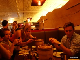 Flesh & Buns - Eating with bloggers = lots of cameraphones