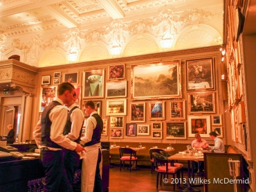 Berners Tavern - Walls adorned with contemporary pictures