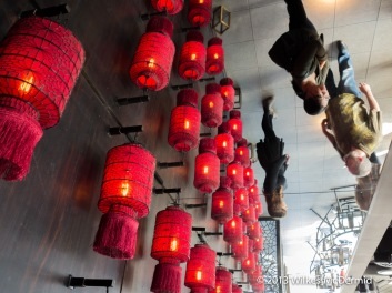 Hutong - Mirrored Ceilings